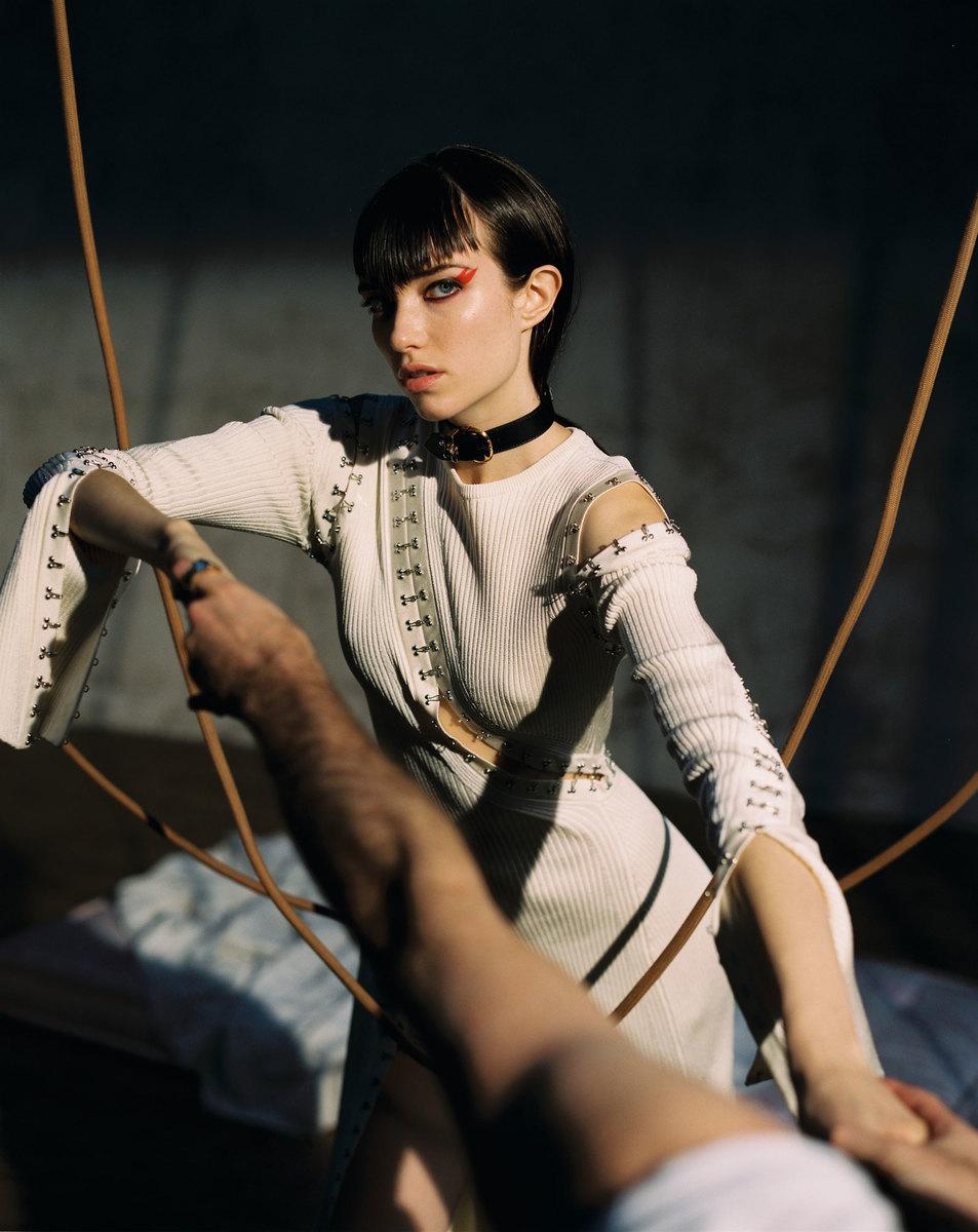 Grace-Hartzel-Dan-Belieu-Vogue-Czech-34.jpg