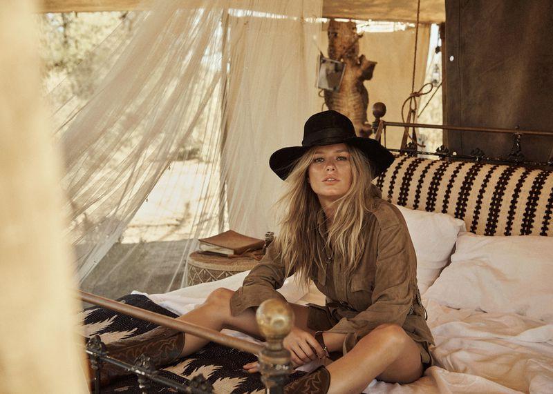 Anna-Ewers-Lachlan-Bailey-Vogue-Paris-April- (3).jpg