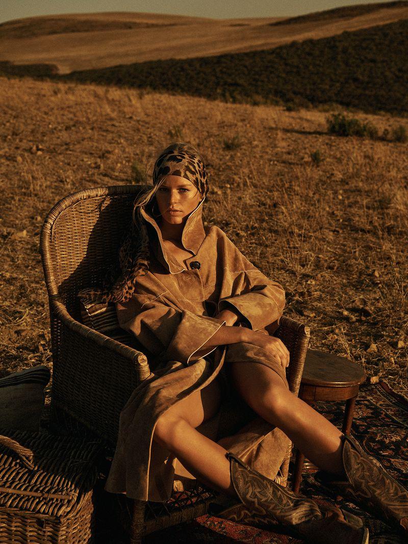 Anna-Ewers-Lachlan-Bailey-Vogue-Paris-April- (11).jpg