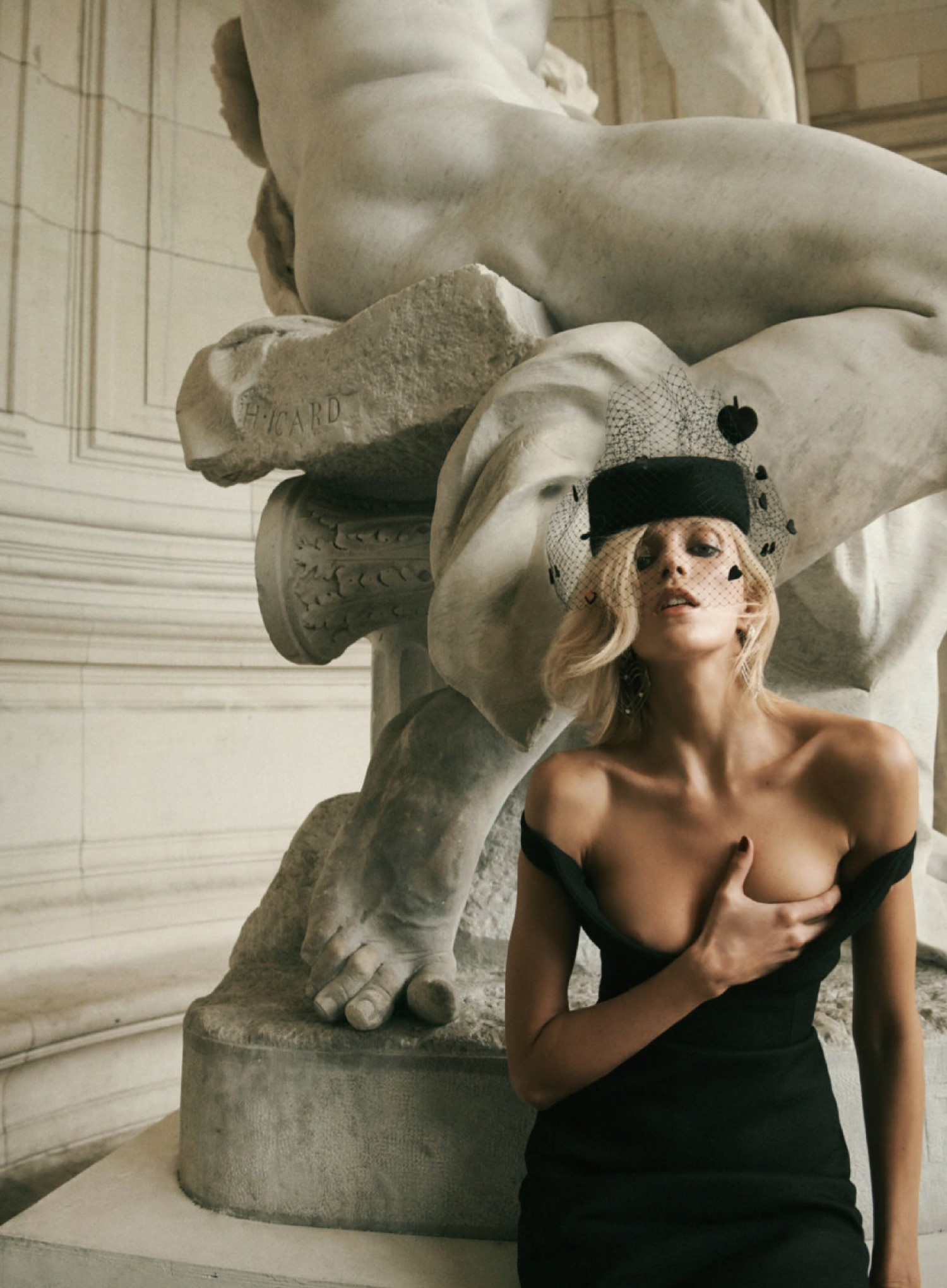 Anja Rubik by Lachlan Bailey for Vogue Paris May 2019 (1).jpg