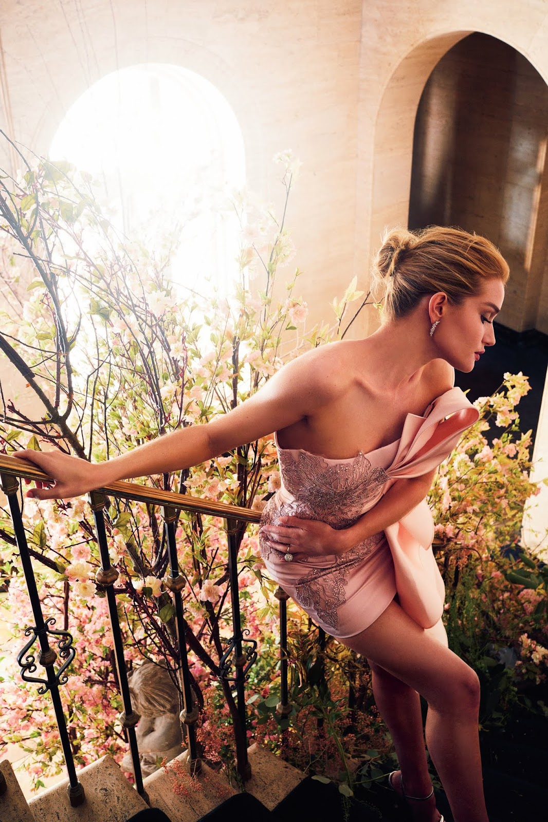 Rosie Huntington Whiteley by Alexi Lubomirski for harper's Bazaar UK (8).jpg