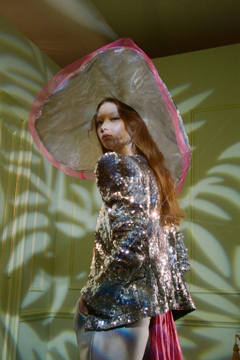 Sara-Grace-Wallerstedt-Petra-Collins-Vogue-Hong-Kong-+(6).jpg