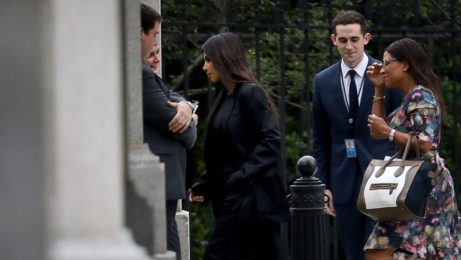 KIM KARDASHIAN WEST  AND HER PERSONAL ATTORNEY, CO-FOUNDER OF  BURIED ALIVE PROJECT,   BRITTANY K. BARNETT  ENTERING THE WHITE HOUSE TO MEET WITH JARED KUSHNER AND PRESIDENT TRUMP ON PRISON REFORM ISSUES.  VIA  THR