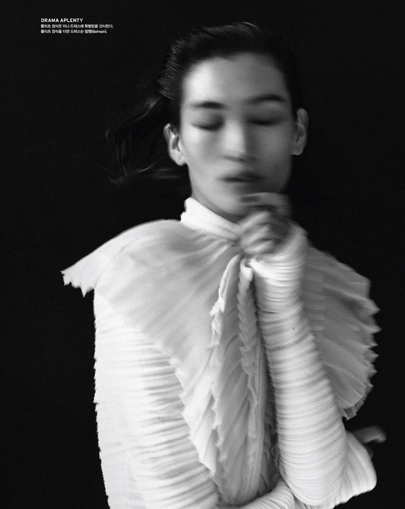 Charlee Fraser +Lina Zhang Vogue Korea May 2019 (7).jpg