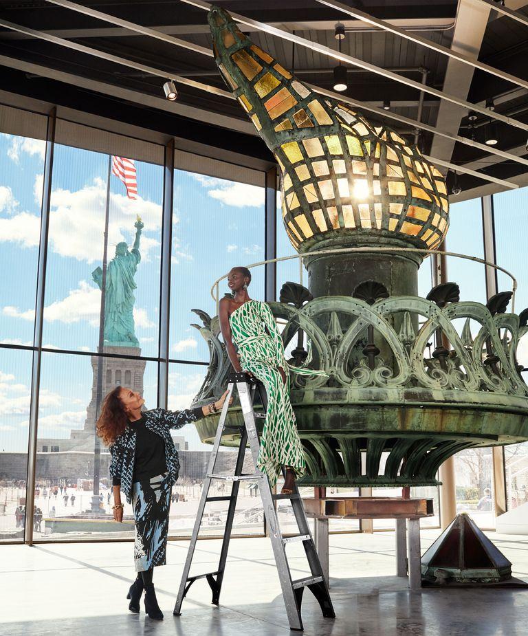 Diane von Furstenberg by Alexi Lubomirski Statue of Liberty-2.jpg