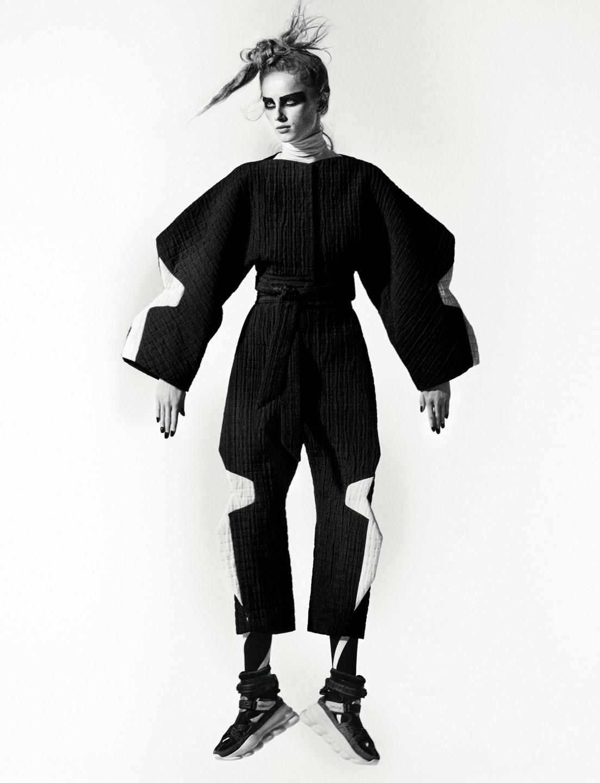 Rianne van Rompaey by Theo Sion for Vogue UK June 2019 (2).jpg