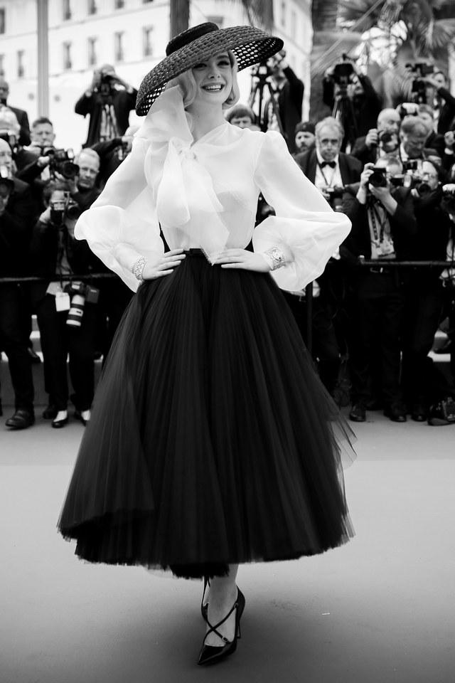 Elle Fanning interpreta l'iconico New Look di Dior.jpg