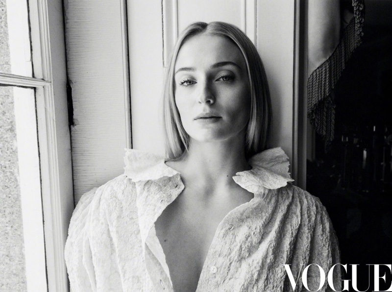 Sophie-Turner-Vogue-China-Daniel-Jackson (8).jpg