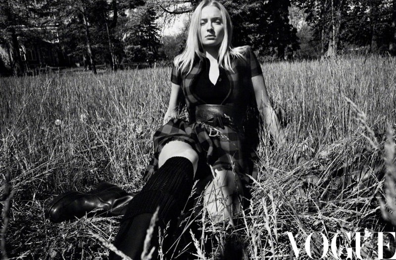 Sophie-Turner-Vogue-China-Daniel-Jackson (7).jpg