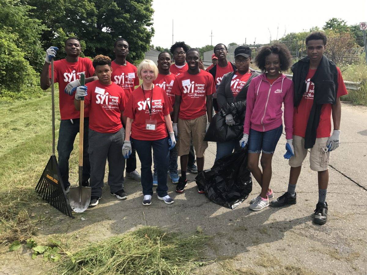 (FLINT, Mich., July 26, 2017) – More than 300 local teens clocked in a total of 1,050 volunteer hours today as they led beautification projects throughout Flint.  via