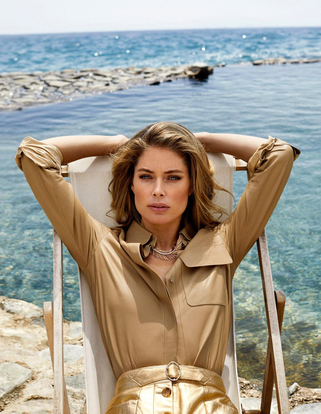Tod's leather shirt, golden leather shorts, Miu Miu, Desert Palm necklace, in pink gold and diamonds, Golden Oasis collection, Piaget. Xavi Gordo image.