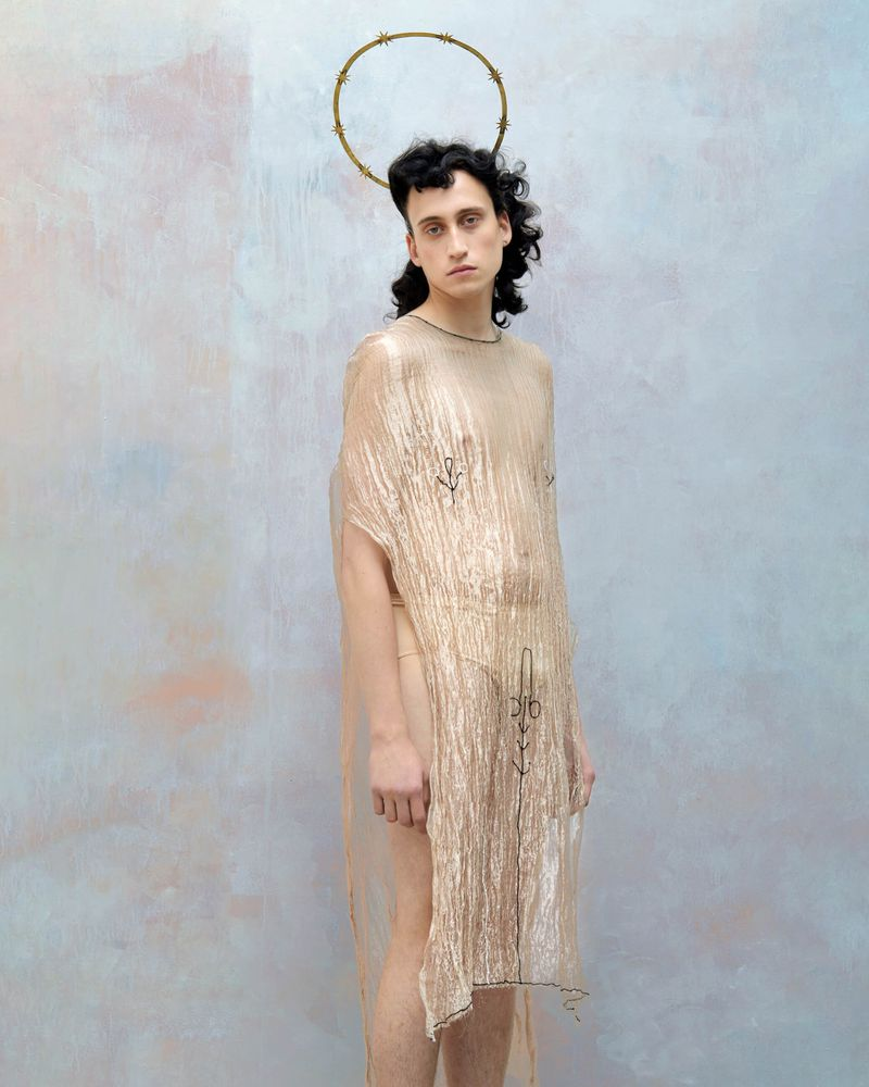 Dress by Joanne Burke Head piece by Slim Barrett. © Alexandra Von Fuerst
