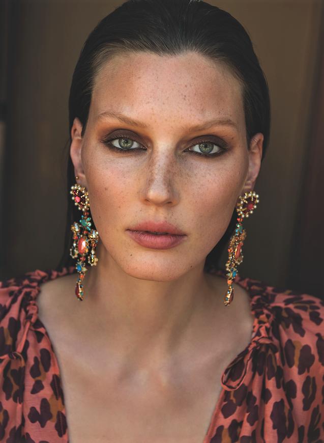 Veroniek Gielkens for Vogue Greece June 2019 (2).png