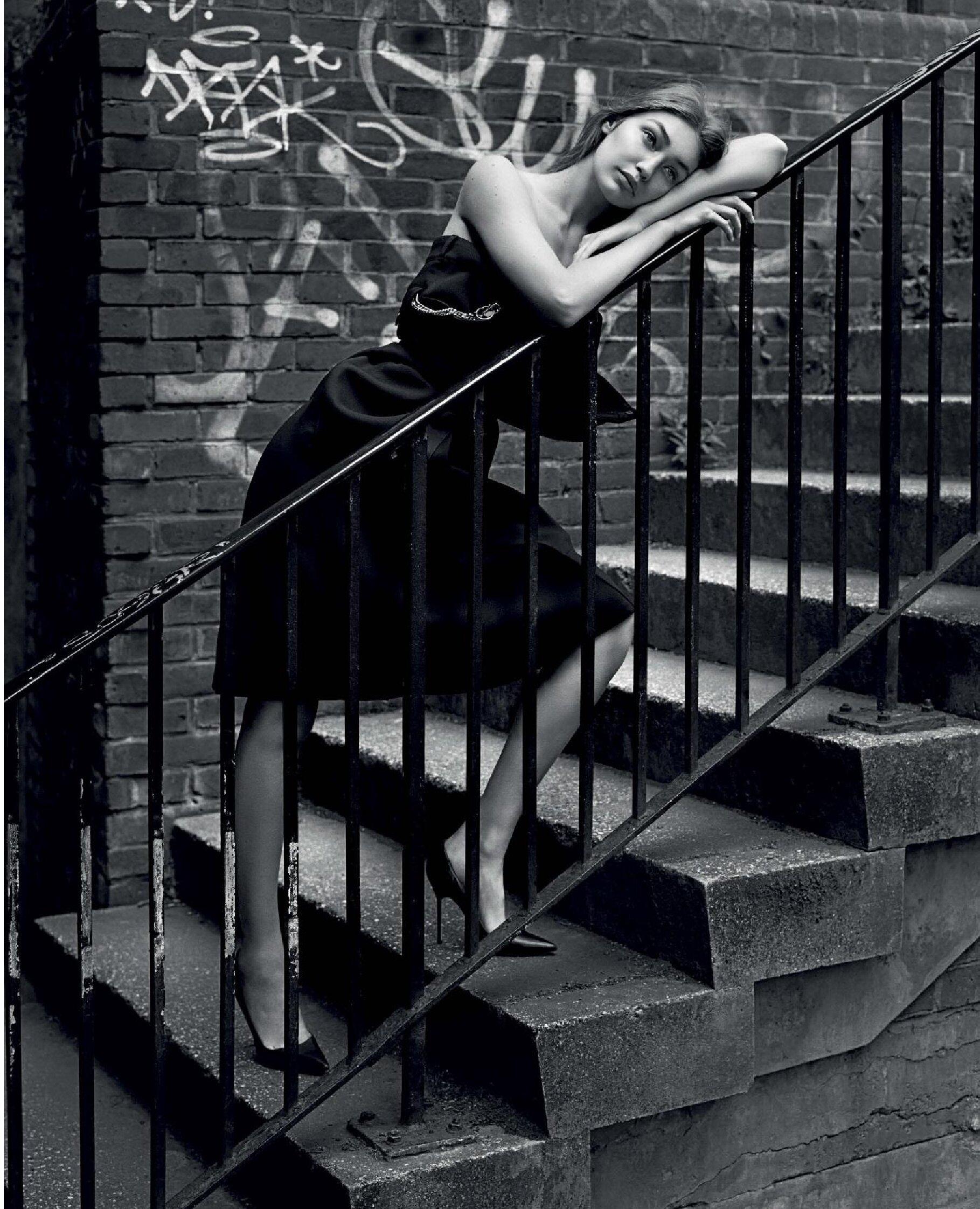 Gigi Hadid by Alasdair McLellan Vogue Italy July 2019 (2).jpg