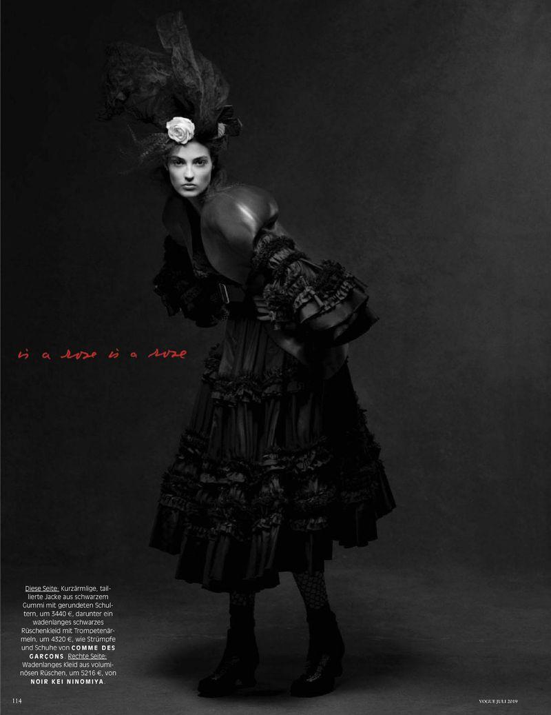 Camille-Hurel-Karly-Loyce-Lagerfeld-tribute-Vogue-Germany- (4).jpg