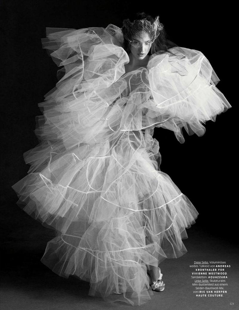 Camille-Hurel-Karly-Loyce-Lagerfeld-tribute-Vogue-Germany- (7).jpg