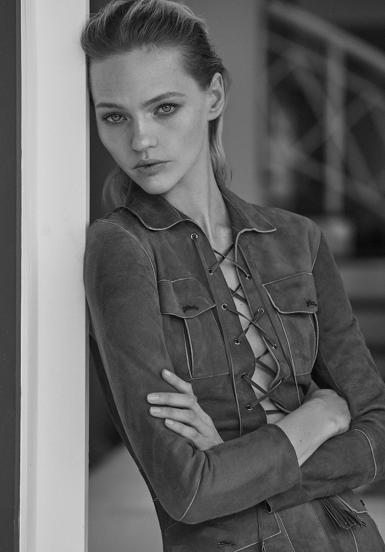 Sasha Pivovarova by Alique in Vogue Greece May 2019 (7).jpg