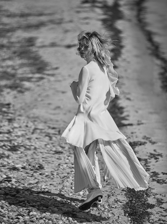 Sasha Pivovarova by Alique in Vogue Greece May 2019 (10).jpg