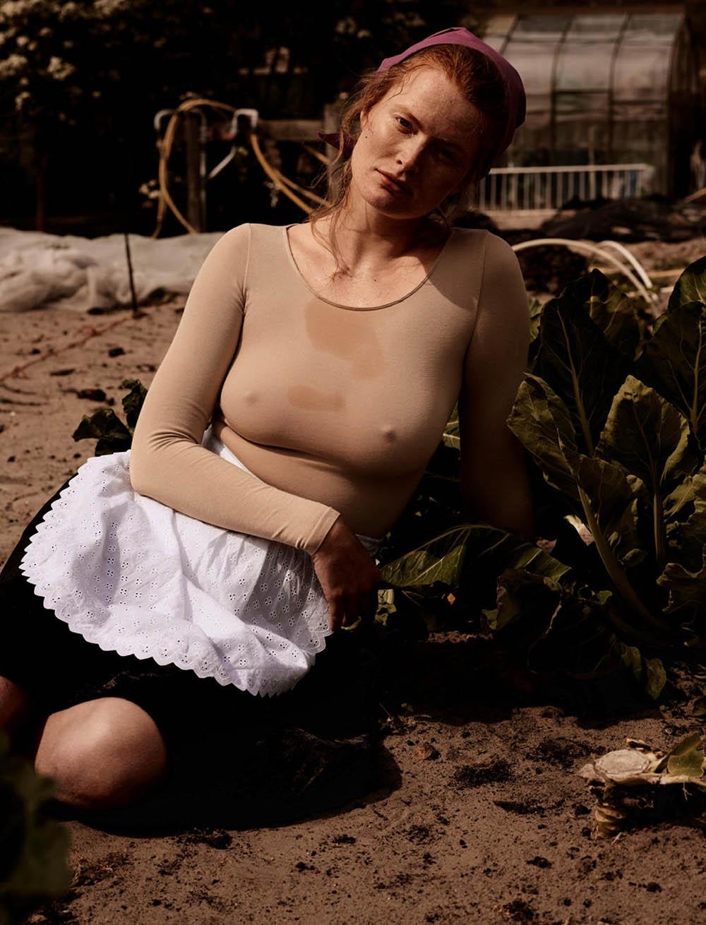 Marte-Boneschansker-by-Paul-Bellaart-for-Vogue-Netherlands-July-August-2019-1.jpg