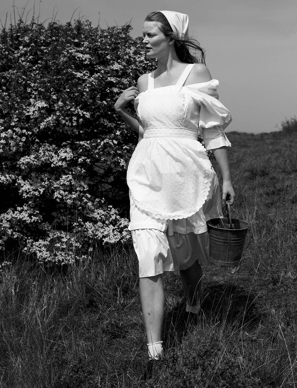 Marte-Boneschansker-by-Paul-Bellaart-for-Vogue-Netherlands-July-August-2019-11.jpg