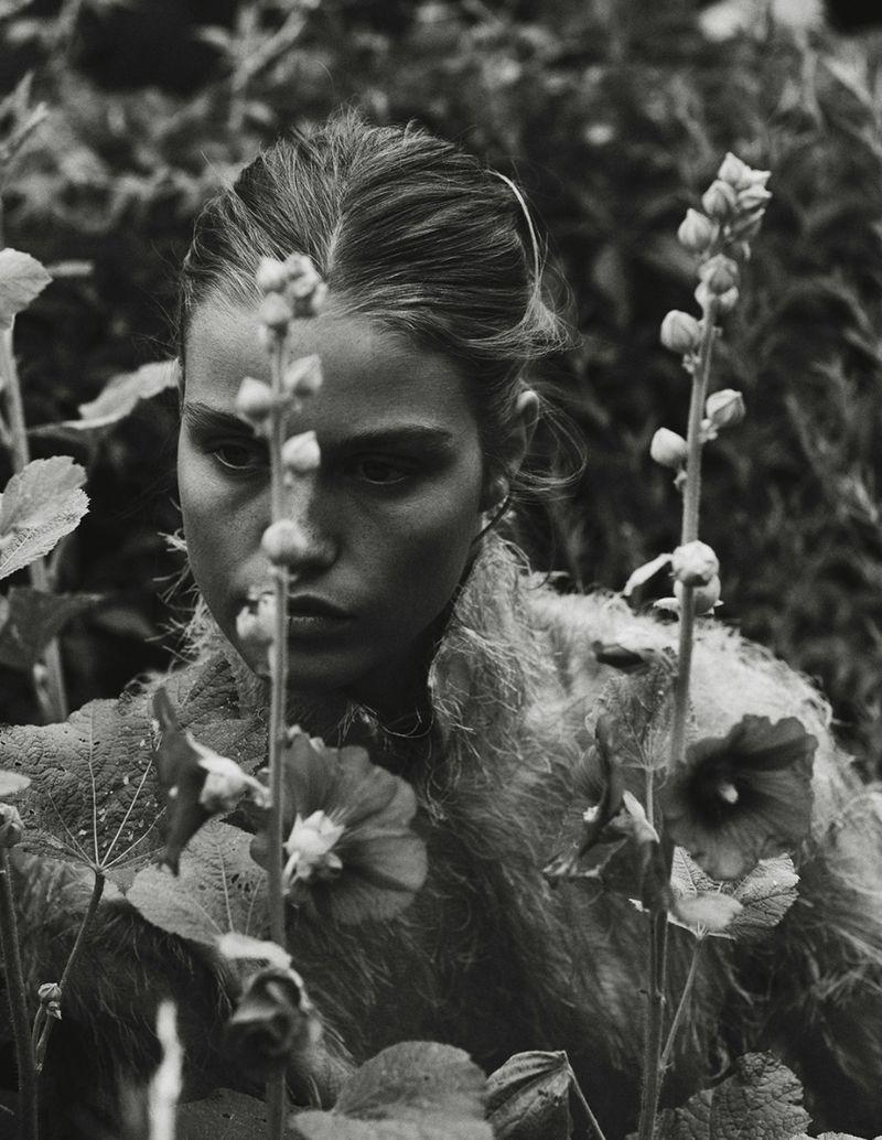 Luna-Bijl by Sonia Szostak for Vogue Poland Sept 2019 (1).jpg