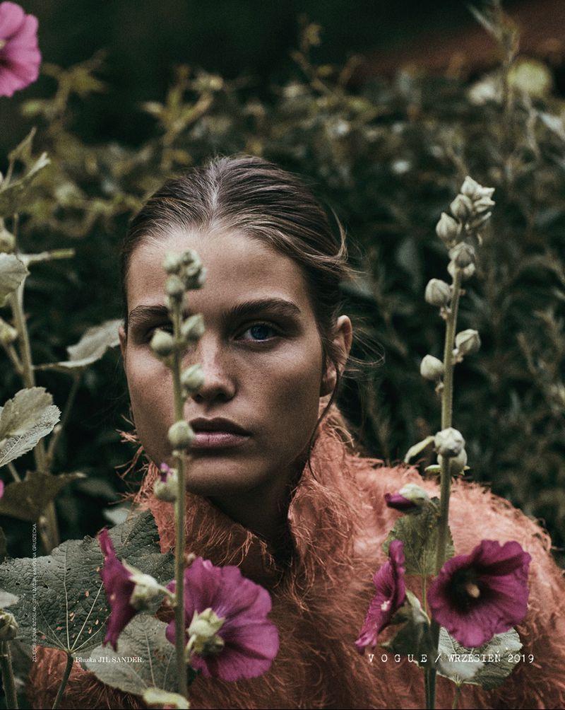 Luna-Bijl by Sonia Szostak for Vogue Poland Sept 2019 (15).jpg