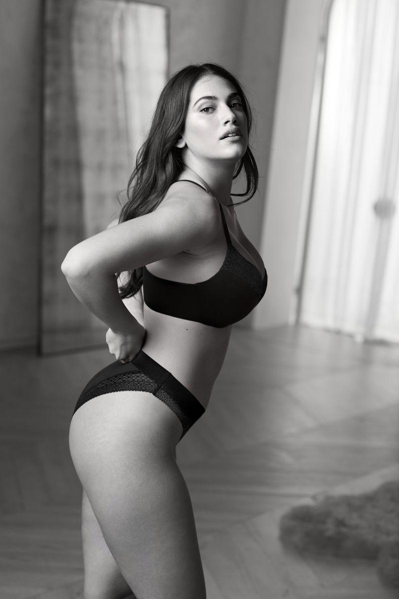 Lorena Duran by Russell James Victoria's Secret Aug 2019 (6).jpg