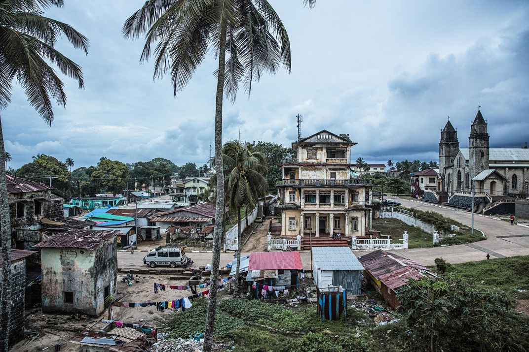 The house of Winston Tubman lies in ruin in Liberia. Image Glenna Gordon.
