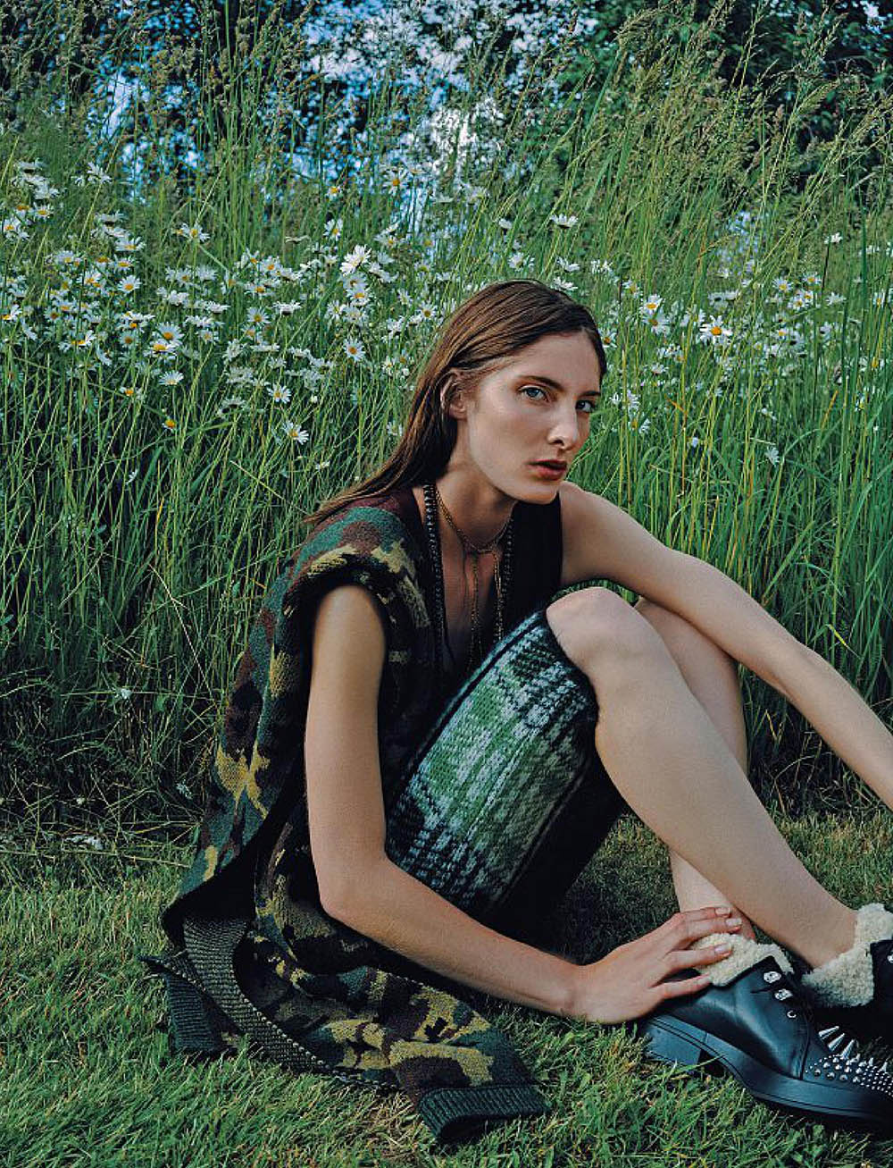 Annie-Tice-by-Paul-McLean-for-Amica-Magazine-September-2019-1.jpg