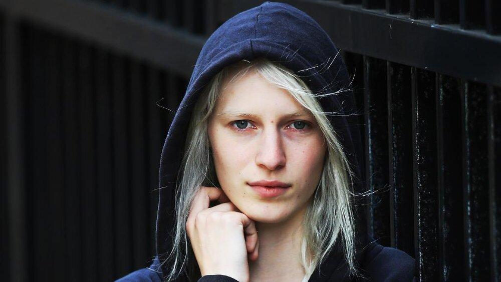 Julia Nobis -