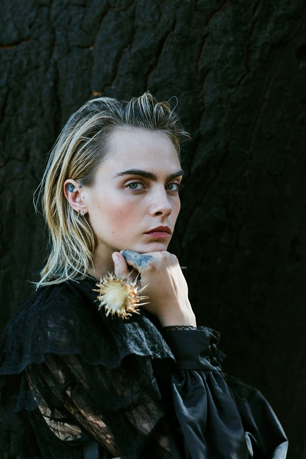 Cara Delevingne by Sonia Szostak for PorterEdit Septermber 13th 2019  (8).jpg