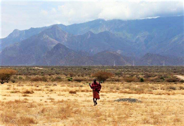 © Catalyst Imgaes A Samburu man walks near the Lake Turkana Wind Power project (LTWP) in Loiyangalani district, Marsabit County, northern Kenya, September 4, 2018. Picture taken September 4, 2018. REUTERS/Thomas Mukoya   via