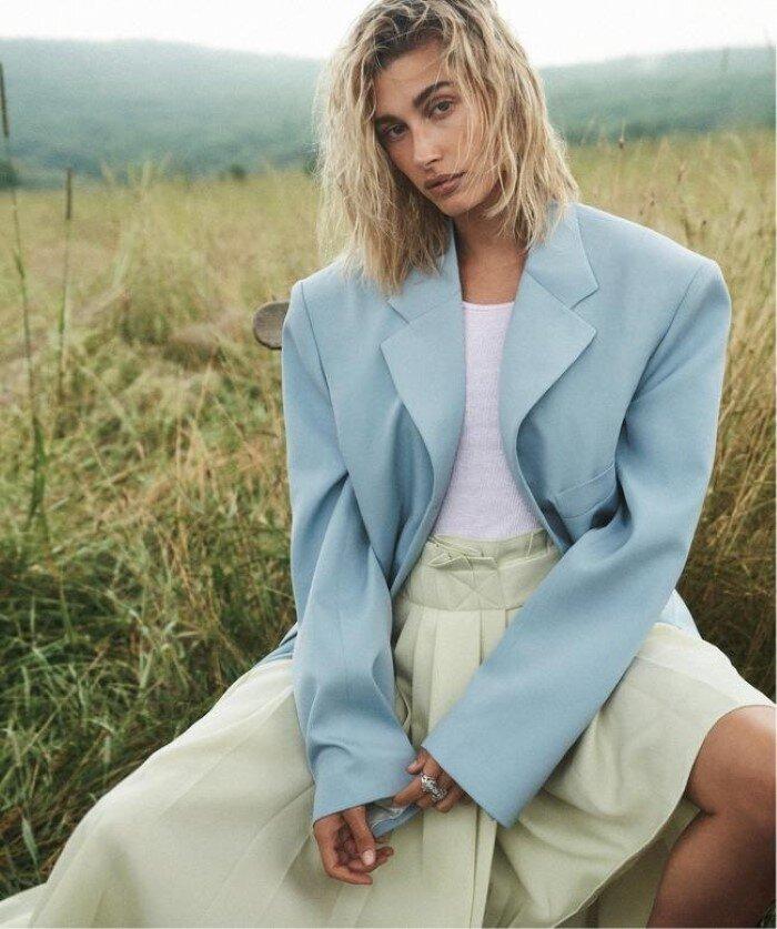 1-Hailey Bieber Vogue Australia October 2019 (3).jpg
