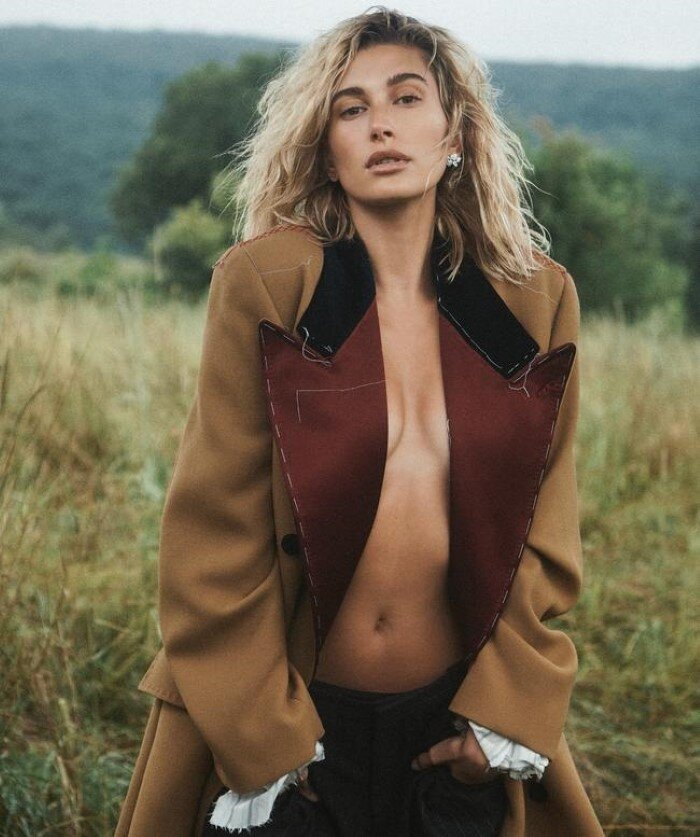 1-Hailey Bieber Vogue Australia October 2019 (1).jpg