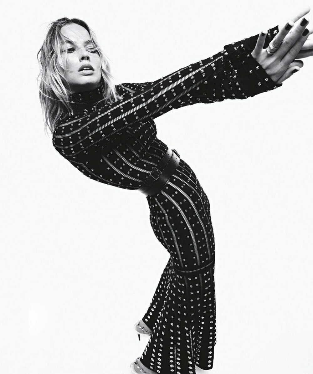 Margot-Robbie-Mario-Sorrenti-Vogue-Australia-September-2019- (1).jpg
