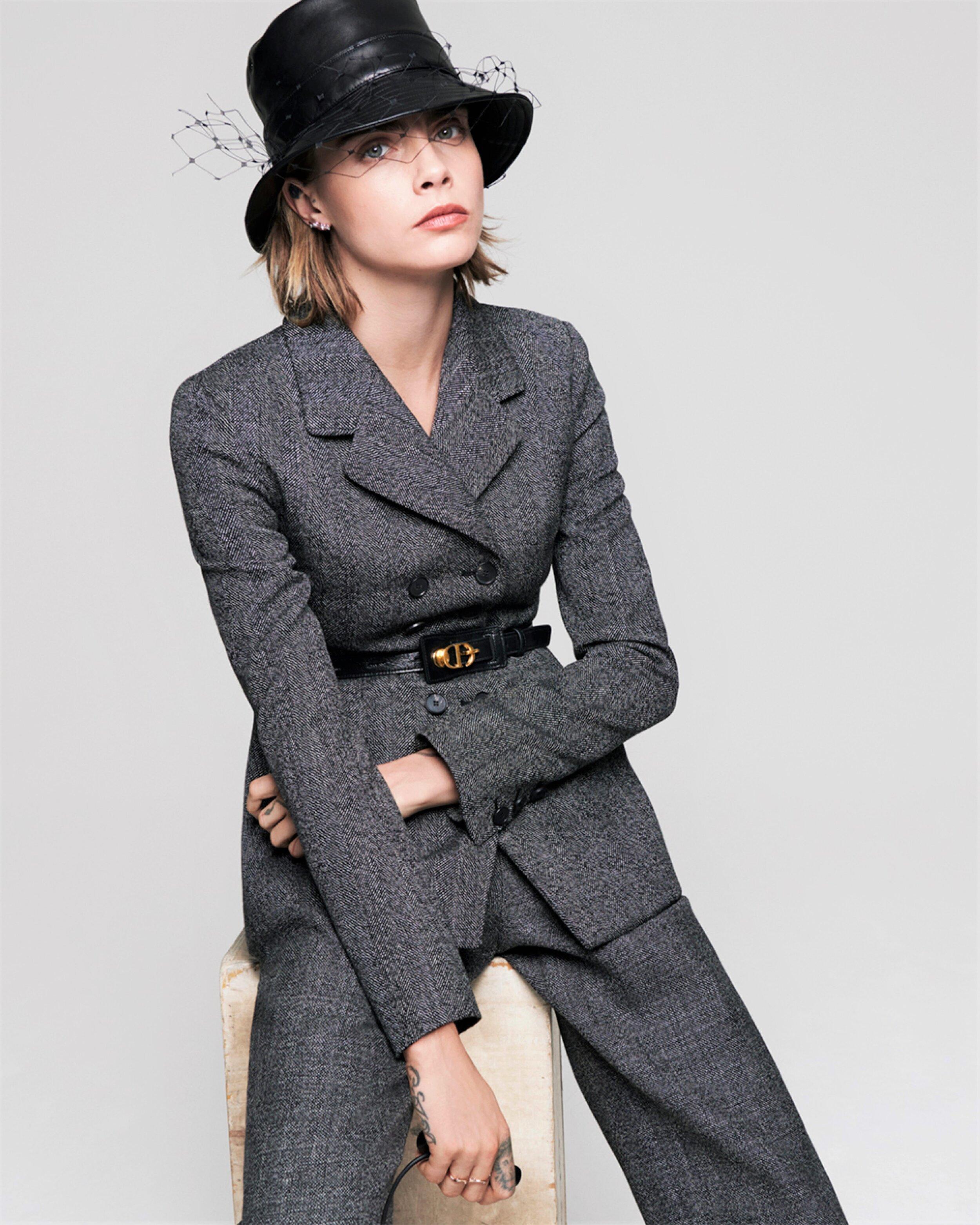 Cara Delevingne-Dior-V Magazine  (1).jpg