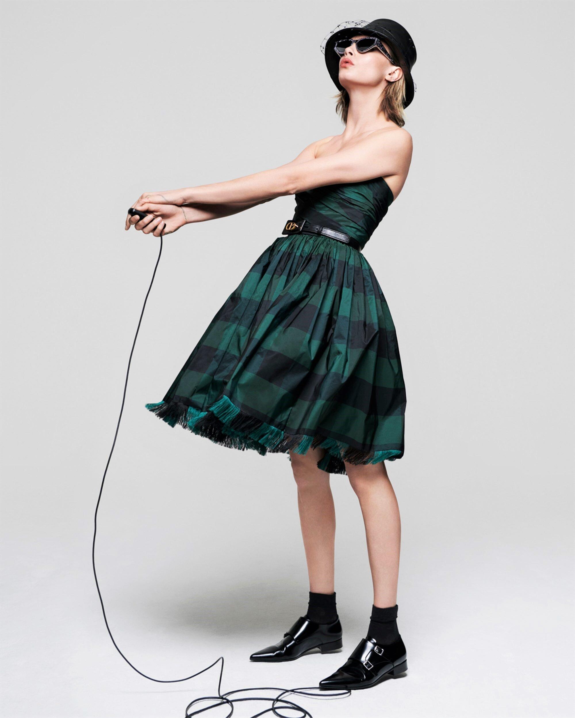 Cara Delevingne-Dior-V Magazine  (3).jpg