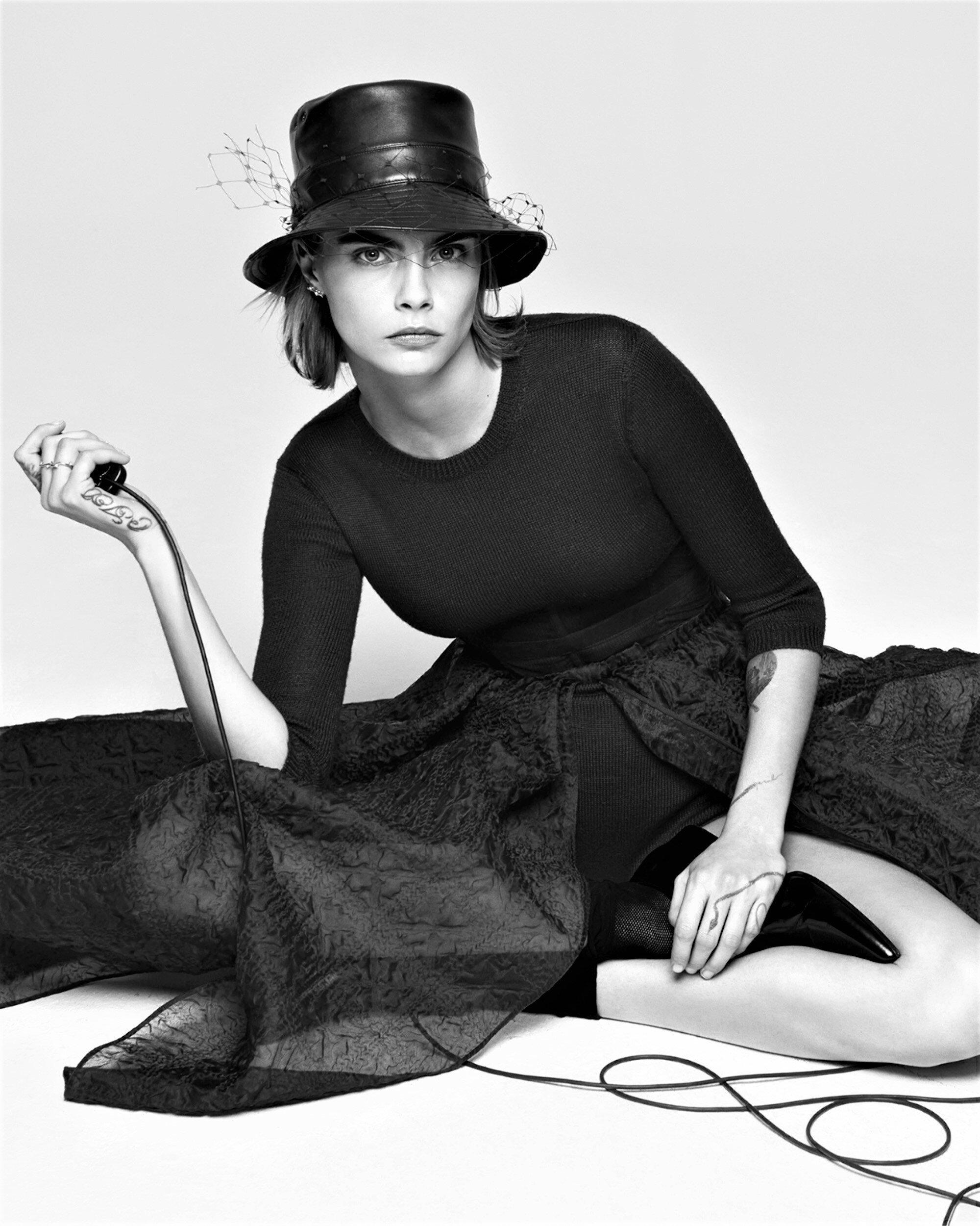 Cara Delevingne-Dior-V Magazine  (4).jpg