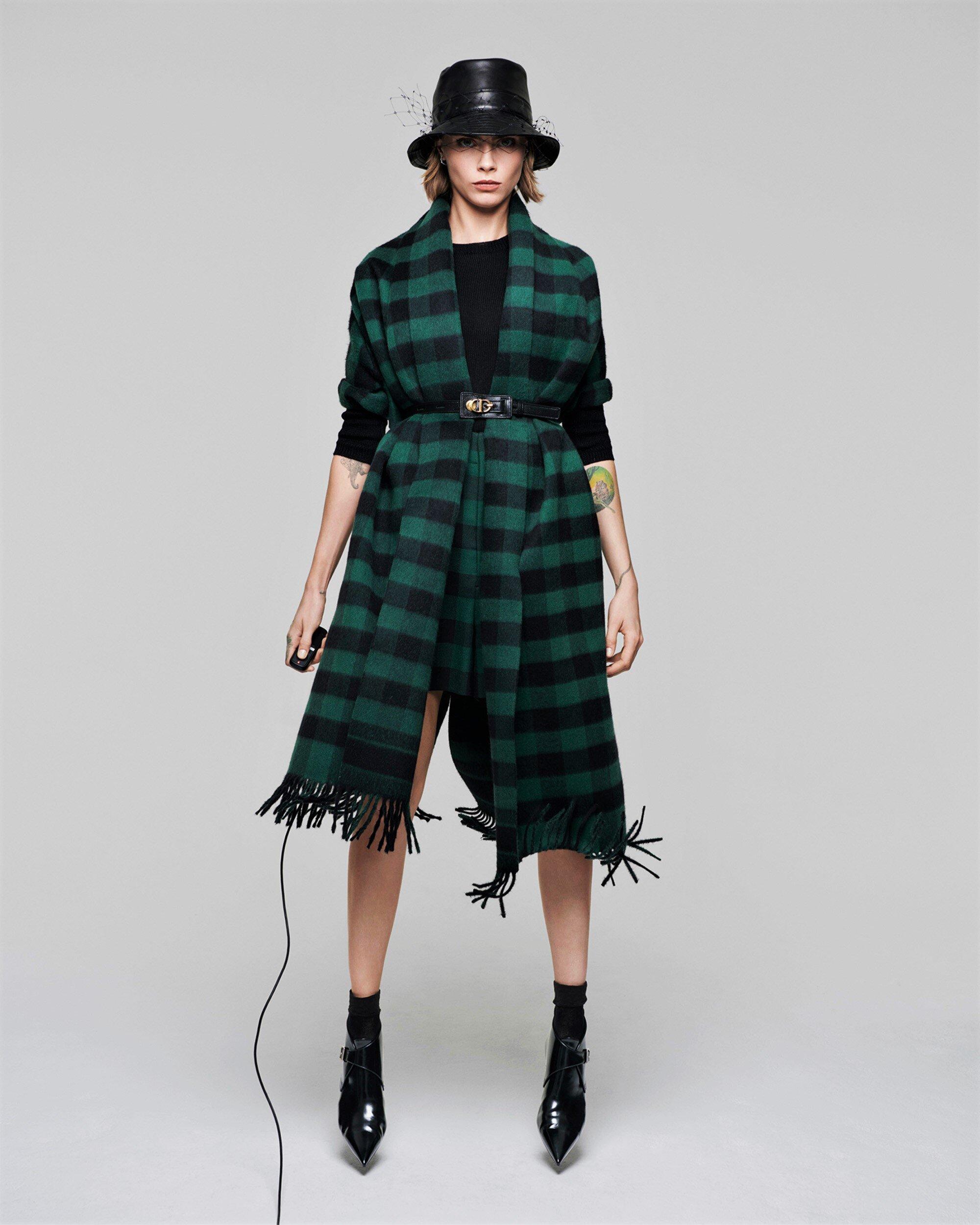 Cara Delevingne-Dior-V Magazine  (5).jpg