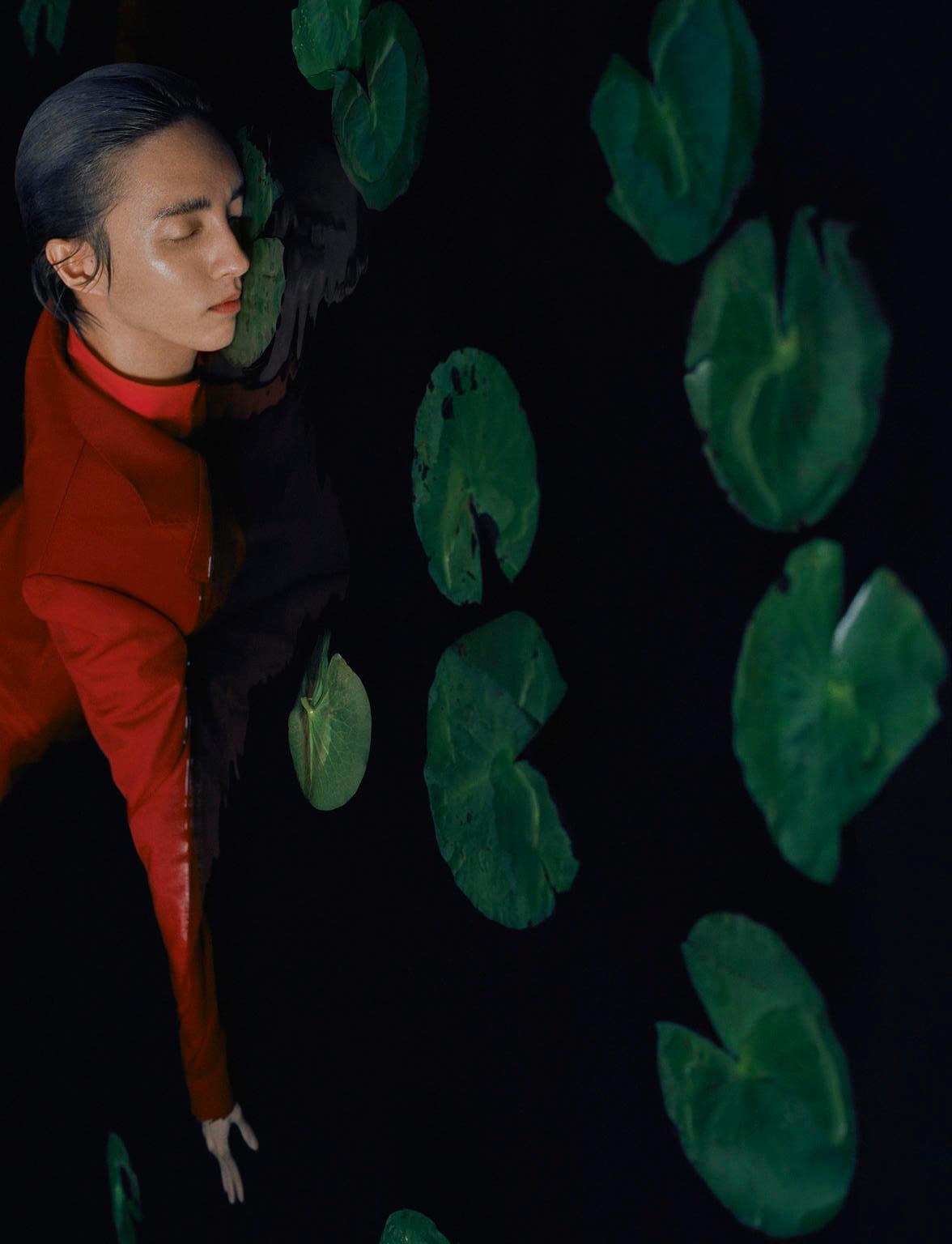 Leslie Zhang Flashes Holland in Dazed aw 2019 (4).jpg