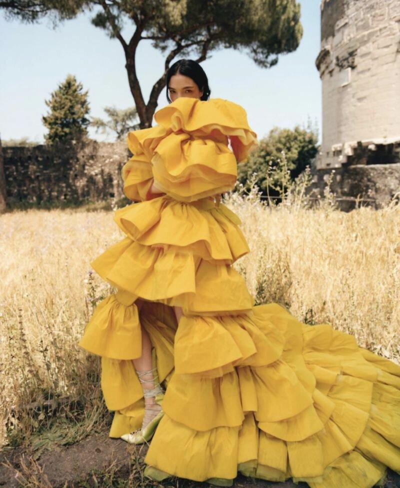 Mariacarla Boscono by Nadine Ijewere Modern Weekly China (1).jpg