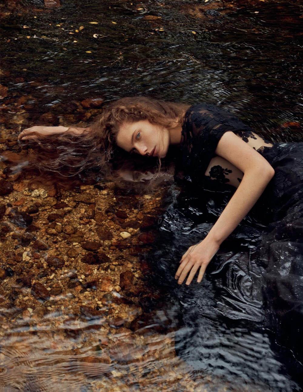 Carolina-Burgin-by-Emma-Tempest-for-Vogue-Spain-October-2019-10.jpg