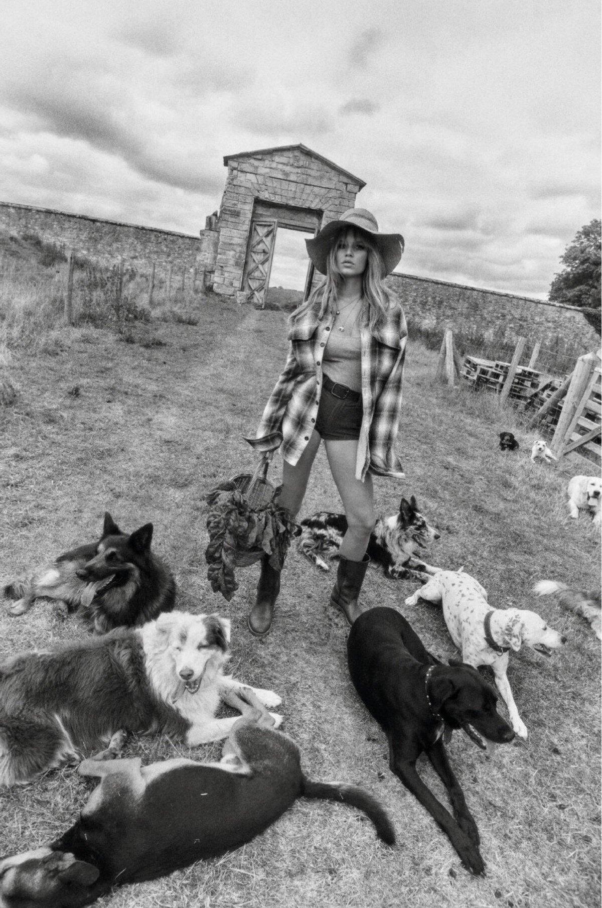 Anna Ewers by Lachlan Bailey for Vogue Paris Nov 2019 (14) 8b.jpg