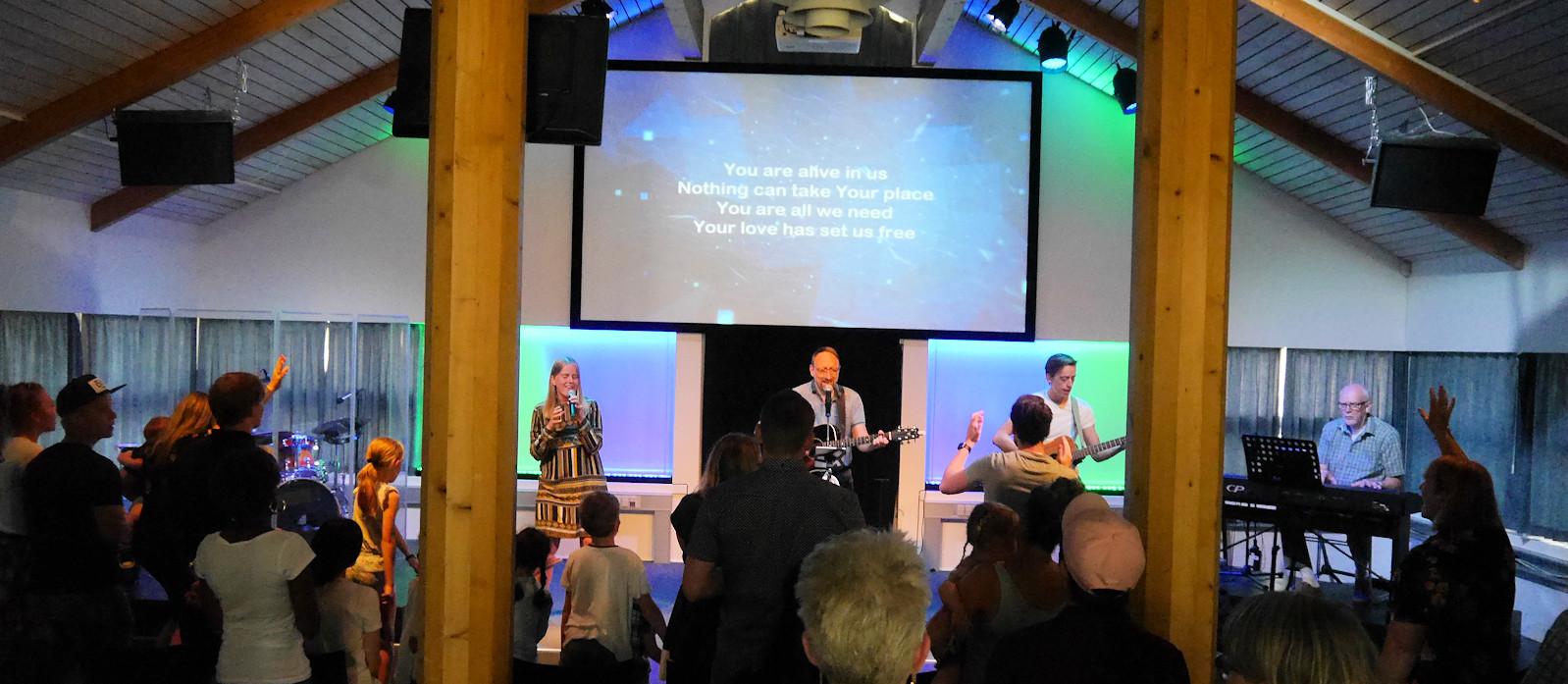Gudstjeneste søndag 10:30   Du er velkommen