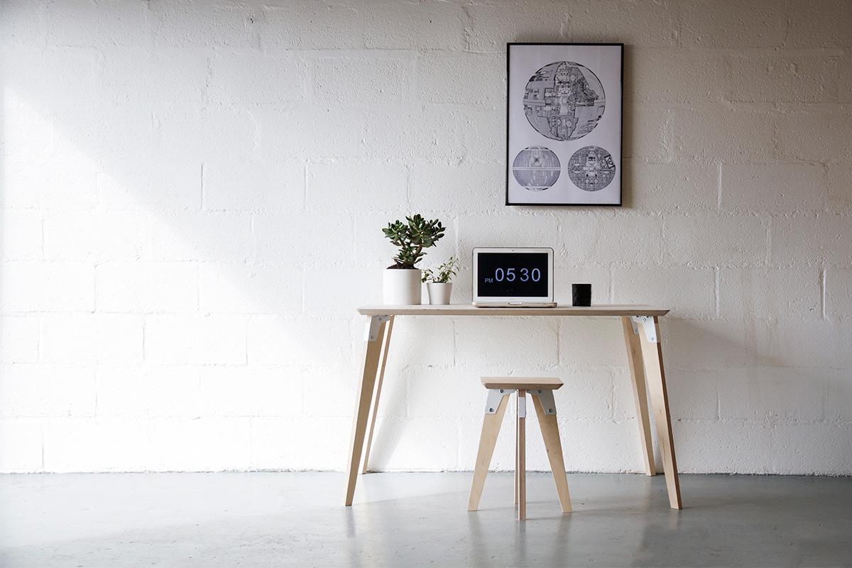Cord_Industries_ModSys_Desk_03_Laptop_Plants_hometime_web.jpg