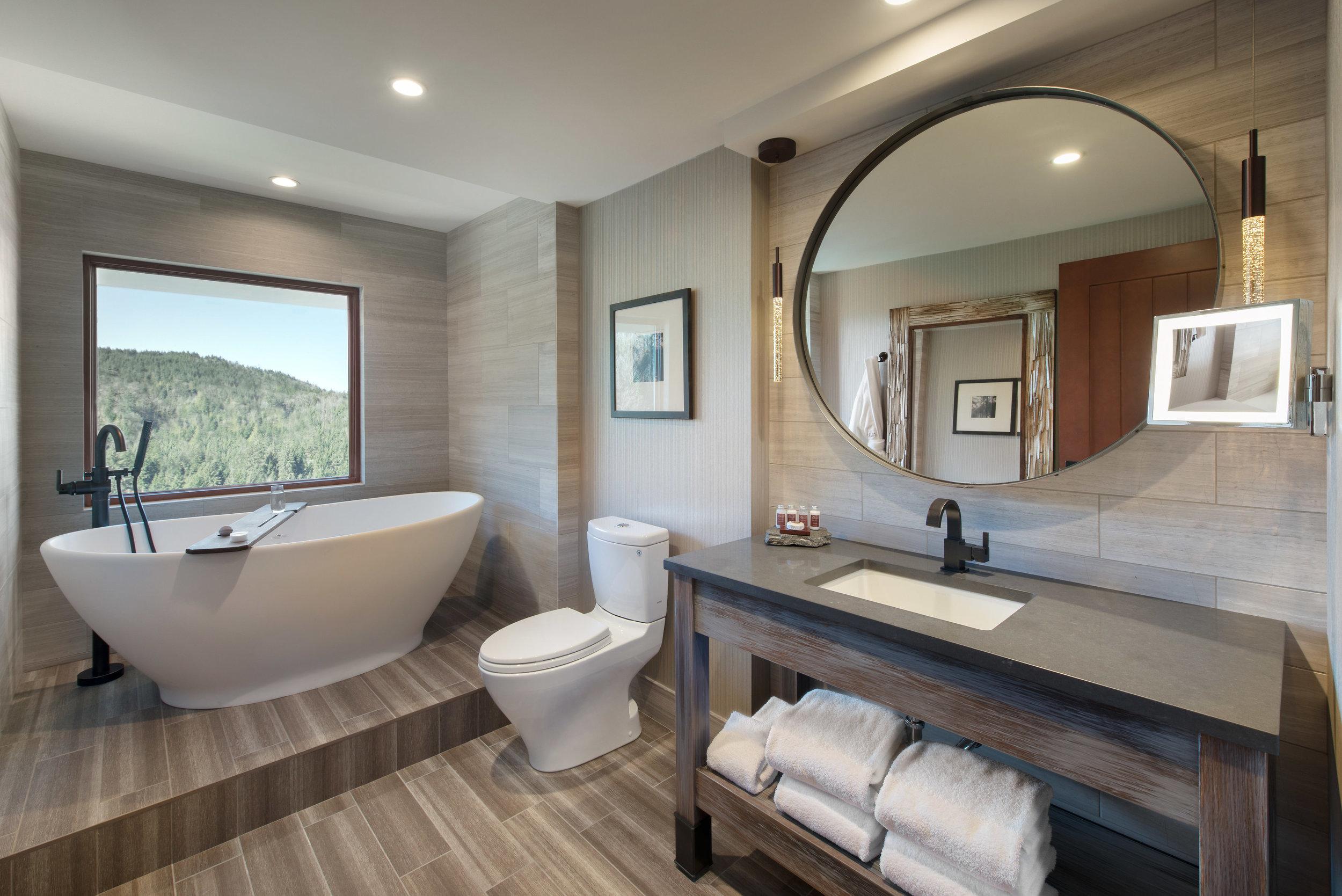 Suite_Bathroom_02.jpg