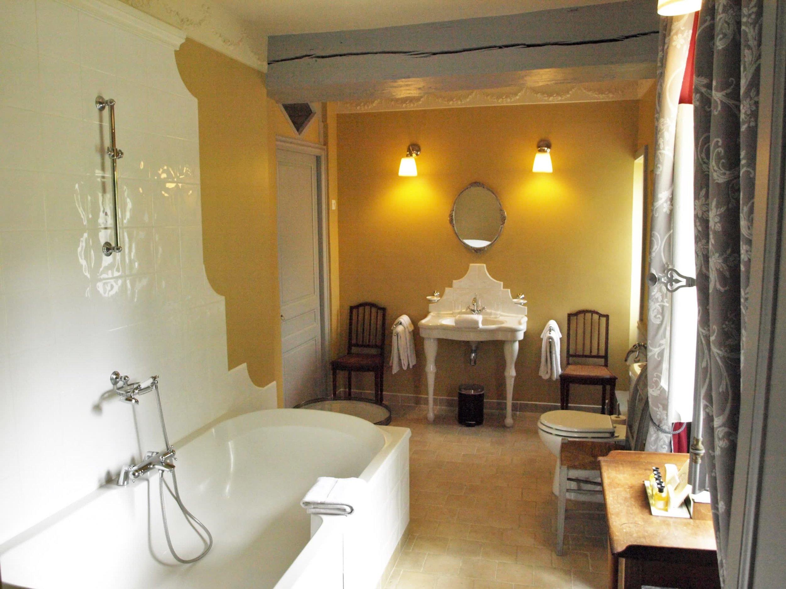 Chateau de la Pommeraye - charming boutique hotel chateau b&b spa normandy calvados bedroom Levants 4(2).jpg