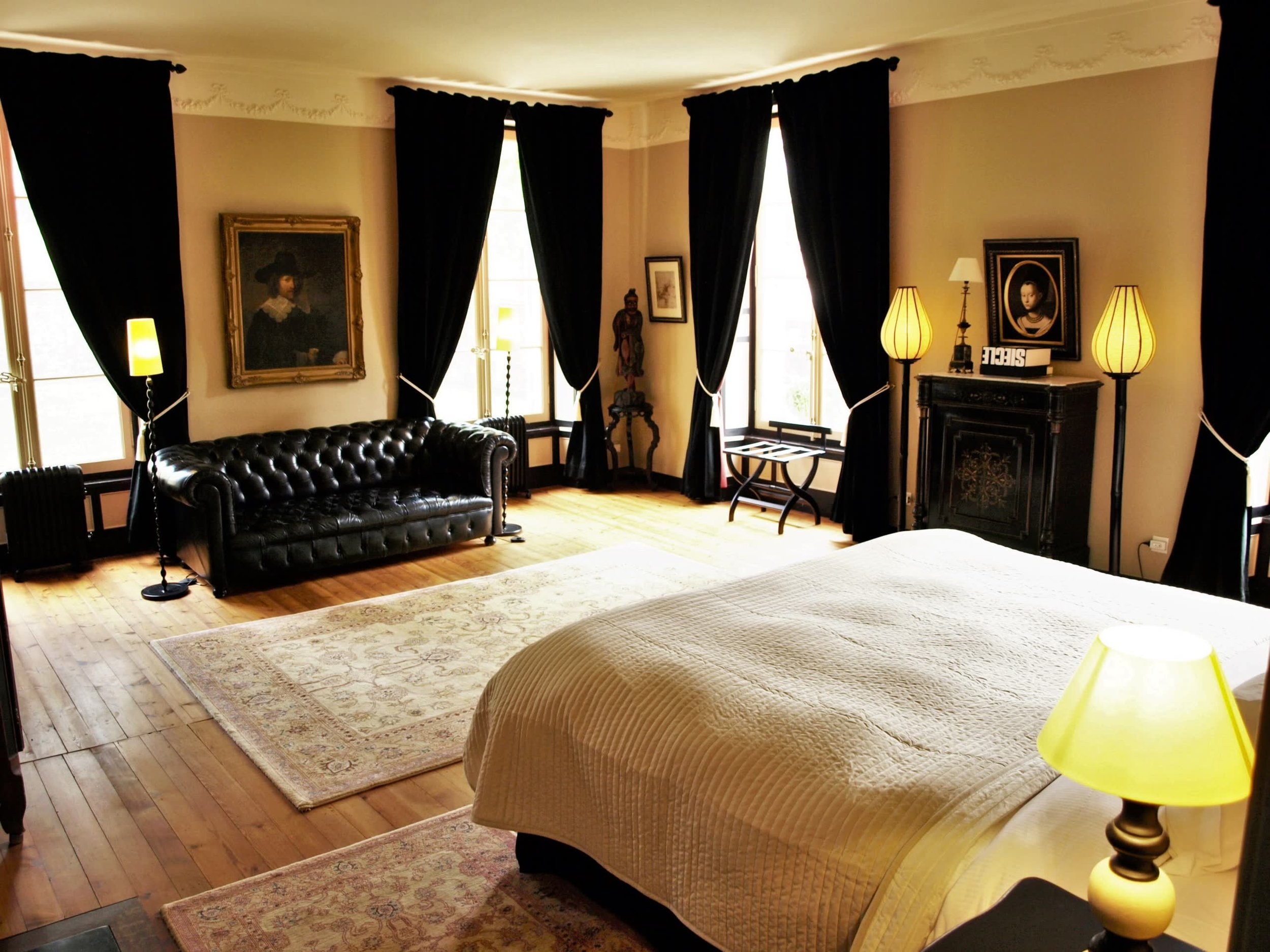 Chateau de la Pommeraye - charming boutique hotel chateau b&b spa normandy calvados bedroom Fragrances 2(2).jpg