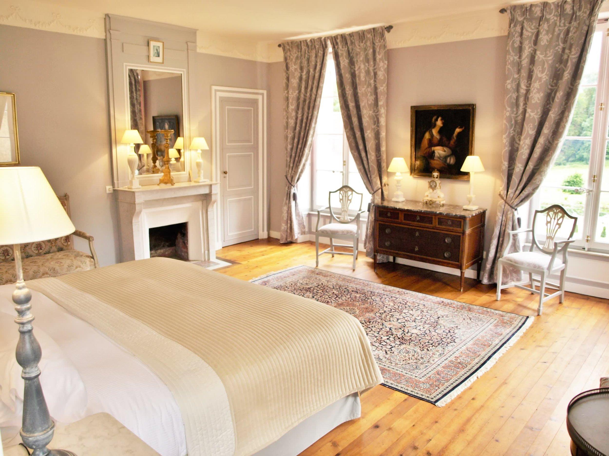 Chateau de la Pommeraye - charming boutique hotel chateau b&b spa normandy calvados bedroom Rubans 6(2).jpg