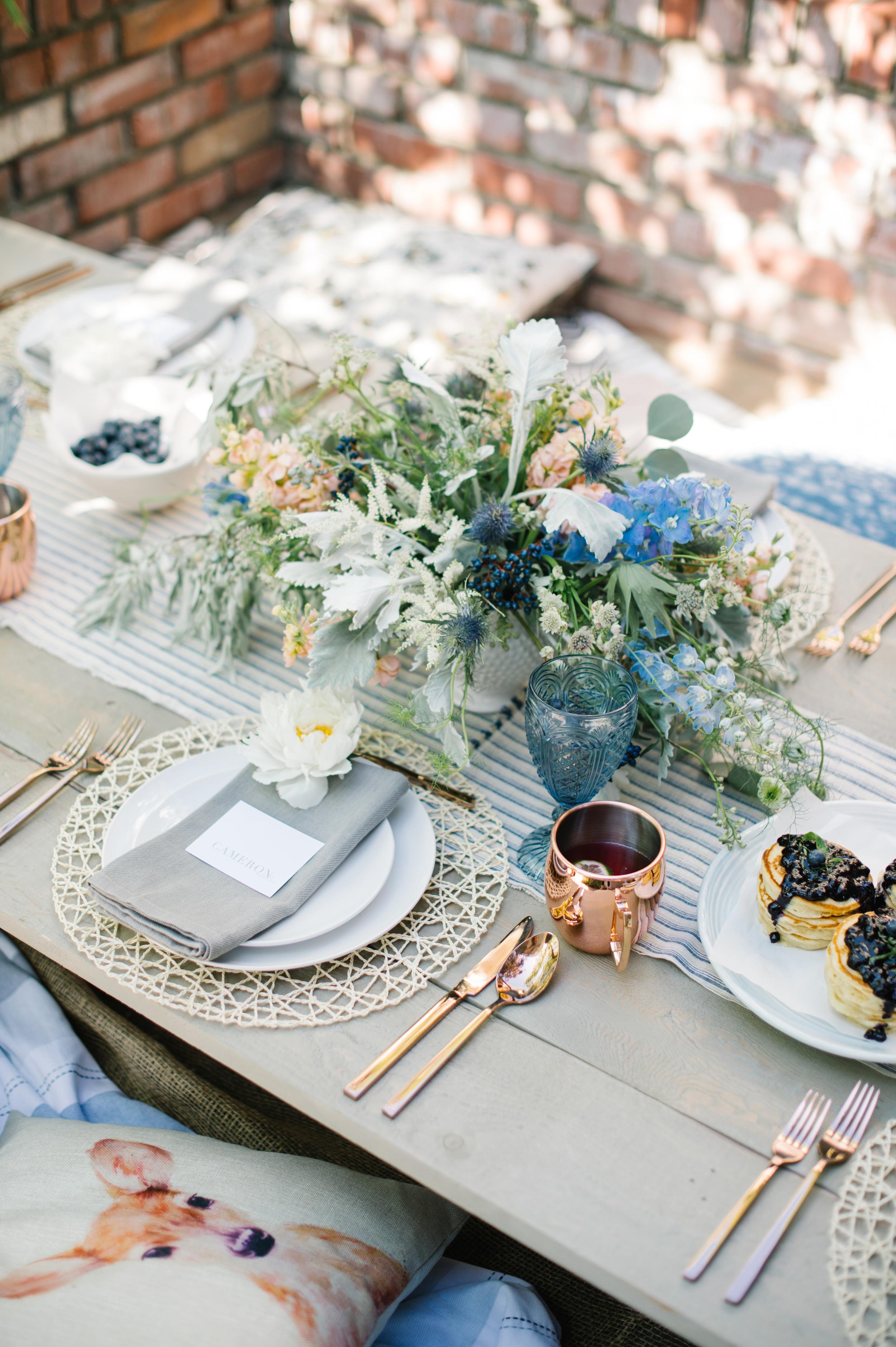 100 Layer Cake:Backyard summer brunch wedding inspiration. Click for more.